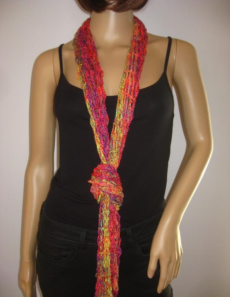 Kleinesbild - Schal mit hübschem Muster in leuchtenden Farben, Sommerschal, Schmuckschal, Stola