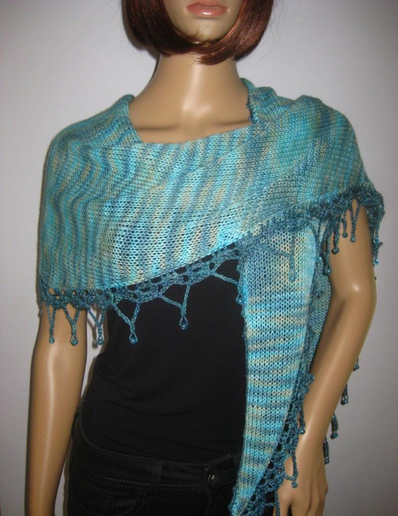 Kleinesbild - Dreieckstuch, Schaltuch mit Perlenkante, aus handgefärbter Wolle mit Viskose aus Bambusfaser, gestrickt und gehäkelt, Schal, Stola
