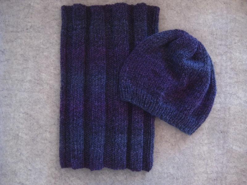 Kleinesbild - Set: Schlauchschal und Mütze, gestrickt aus weicher Wolle