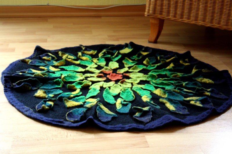 - Handgefilzter Teppich oder Wandteppich mit aufgefilzten Blättern - Handgefilzter Teppich oder Wandteppich mit aufgefilzten Blättern