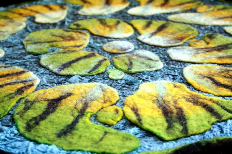 Kleinesbild - Handgefilzter Teppich oder Wandteppich mit Seide