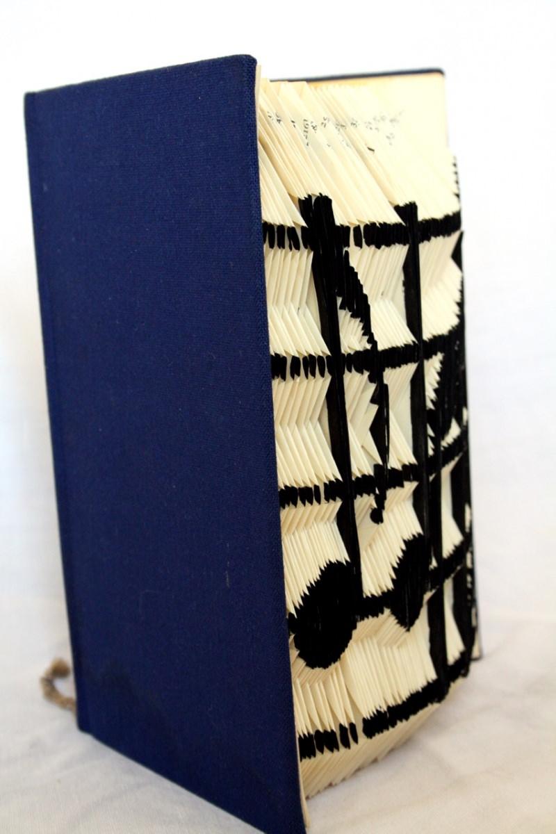 Kleinesbild - gefaltetes Buch, Buchkunst mit Noten eines Liedes