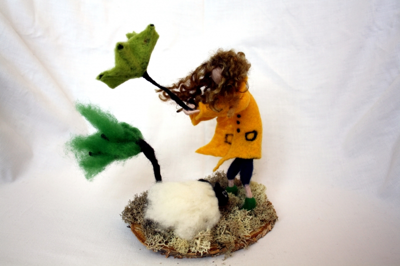 - handgefilzte Figur, Mädchen und Schaf im Sturm - handgefilzte Figur, Mädchen und Schaf im Sturm