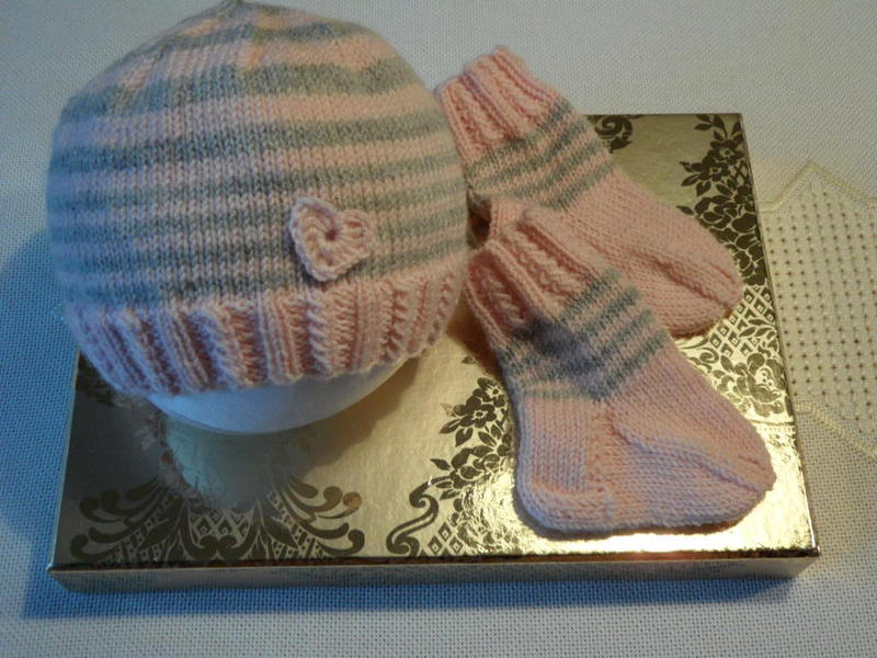 Kleinesbild - Frühchenset gestrickt, Frühchenmütze, Frühchensocken für Mädchen