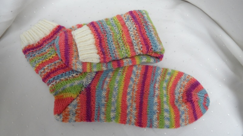 Kleinesbild - Wollsocken Stricksocken handgestrickt, Größe nach Wahl. rot-bunt