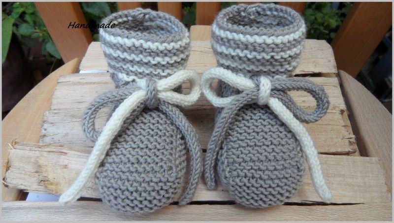 - Handgestrickte Babyschuhe, Größe: 3-6 Mon., aus Wolle (Merino).  - Handgestrickte Babyschuhe, Größe: 3-6 Mon., aus Wolle (Merino).