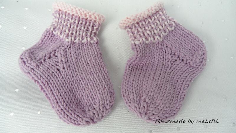 - Handgestrickte Babysocken aus Wakame und Biobaumwolle, lila rosé  - Handgestrickte Babysocken aus Wakame und Biobaumwolle, lila rosé
