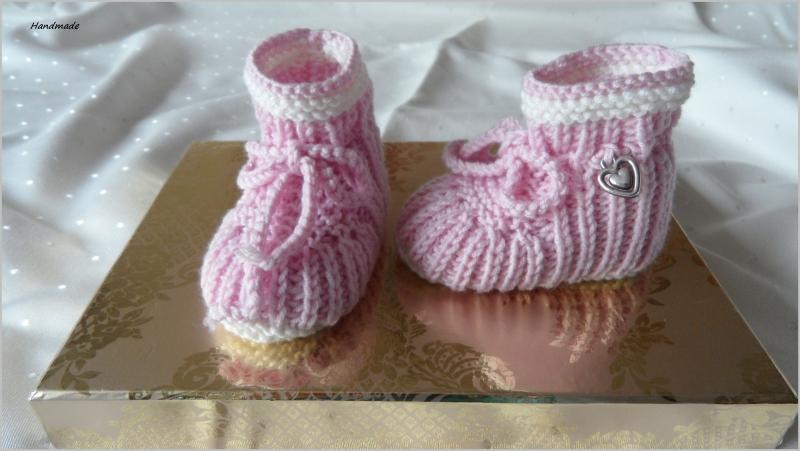 Kleinesbild - Handgestrickte Babymütze mit passenden Babyschuhen, Gr. 0-3 Mon.