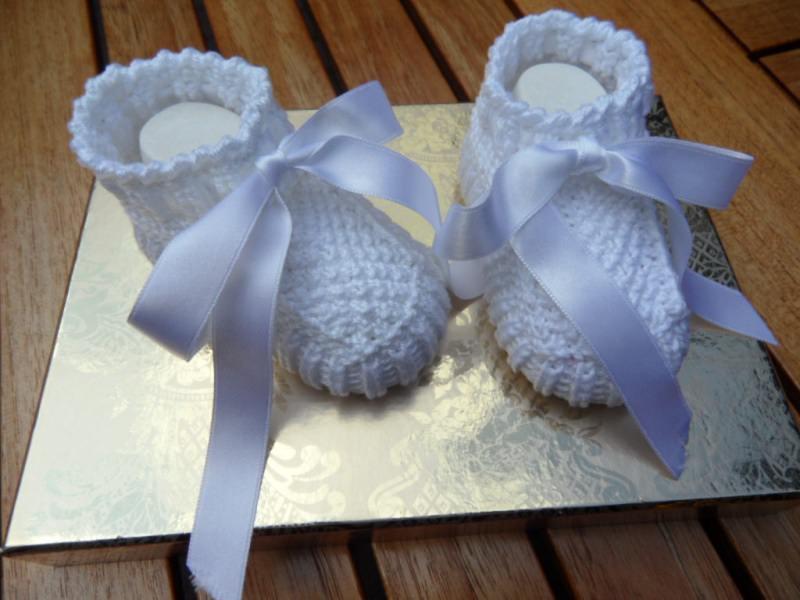 Kleinesbild - Taufschuhe gestrickt, Größe 0-3 Mon., weiß aus 100 % Baumwolle