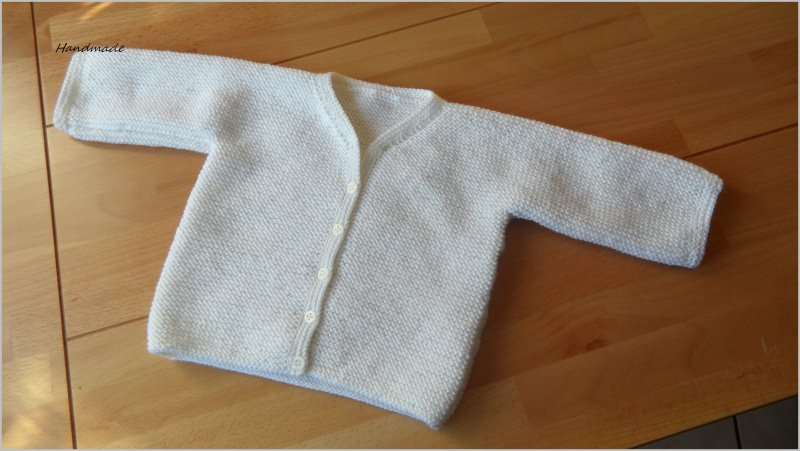 - Taufjacke, handgestrickt aus Wolle (Merino) in wollweiß - Taufjacke, handgestrickt aus Wolle (Merino) in wollweiß
