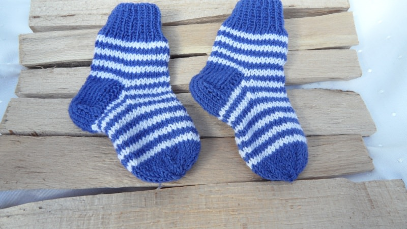 Kleinesbild - Babysocken Gr. 0-2 Mon. handgestrickt aus Wolle (Merino), blau