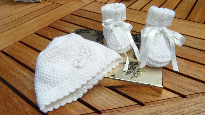 Kleinesbild - Handestricktes Taufset, Taufmütze, Taufschuhe aus Wolle (Merino)