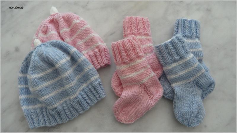 - Zwei Neugeborenen-Sets für Zwillinge aus 100 % Wolle (Merino) - Zwei Neugeborenen-Sets für Zwillinge aus 100 % Wolle (Merino)