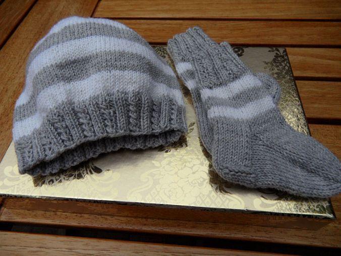 Kleinesbild - Handgestricktes Neugeborenenset, grau, weiß, 100 % Wolle (Merino)