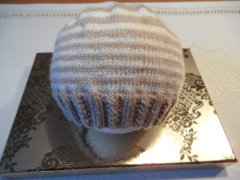 Kleinesbild - Handestricktes Frühchenset - Frühchenmütze, Frühchenstrümpfe