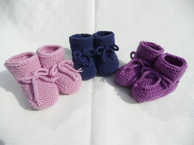 Kleinesbild - Gestrickte Babyschühchen, Gr. 3-6 Mon. aus 100 % Wolle (Merino)