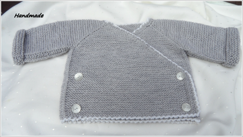 Kleinesbild - Baby-Wickeljacke, handgestrickt, 100 % Wolle (Merino), grau/weiß
