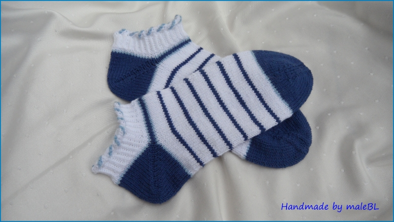 Kleinesbild - Sneaker Socken, handgestrickt, Gr. 38/39, weiß, blau