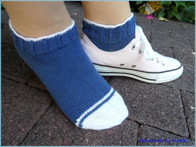 - Sneaker Socken handgestrickt, Größe: 38/39, Blau, Weiß - Sneaker Socken handgestrickt, Größe: 38/39, Blau, Weiß