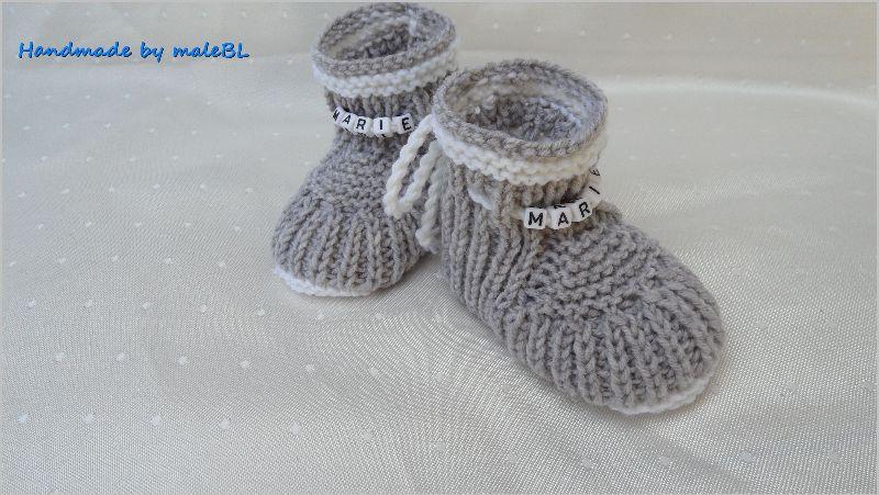 Kleinesbild - Babyschuhe für Neugeborene gestrickt, Wolle (Merino) mit Namen
