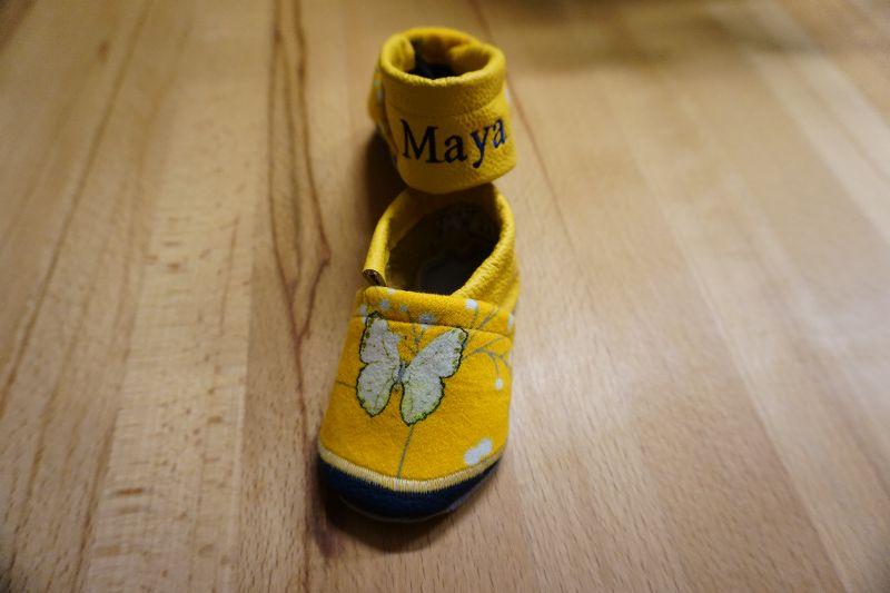 Kleinesbild - Lederpuschen / Babyschuhe Schmetterlinge individualisierbar mit Namen (Gr. 18-23)