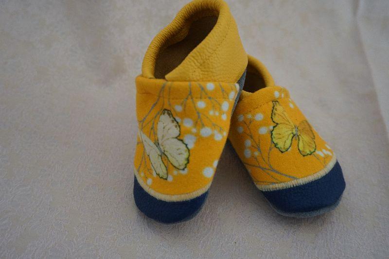 - Lederpuschen / Babyschuhe Schmetterlinge individualisierbar mit Namen (Gr. 18-23) - Lederpuschen / Babyschuhe Schmetterlinge individualisierbar mit Namen (Gr. 18-23)