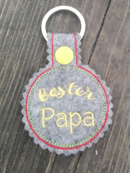 - Schlüsselanhänger,  Taschenbaumler, Filz, bester Papa - Schlüsselanhänger,  Taschenbaumler, Filz, bester Papa