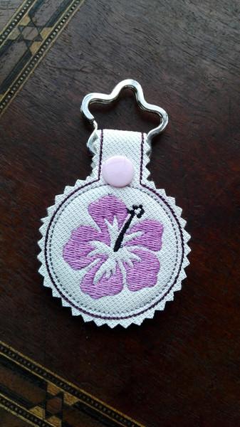 - Schlüsselanhänger,  Taschenbaumler, Kunstleder,  Hibiskus, Blume - Schlüsselanhänger,  Taschenbaumler, Kunstleder,  Hibiskus, Blume