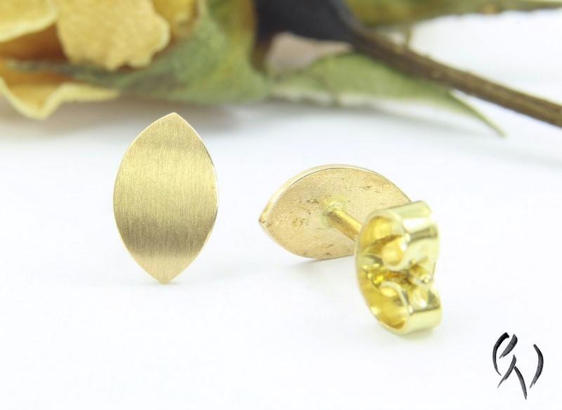 Kleinesbild - Handgemachte Ohrstecker aus Gold 750/-, kleines Navette