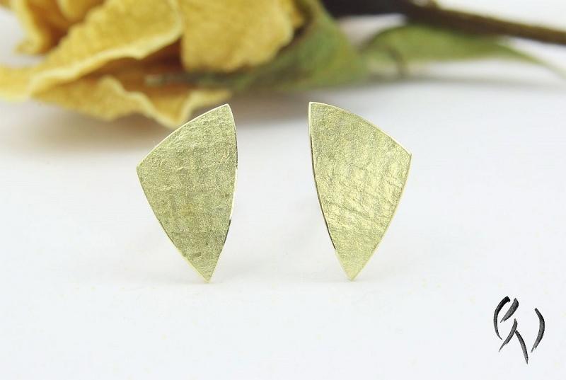 - Ohrstecker Gold 585/-, kleines ungleichseitiges Dreieck, leinenstrukturiert - Ohrstecker Gold 585/-, kleines ungleichseitiges Dreieck, leinenstrukturiert