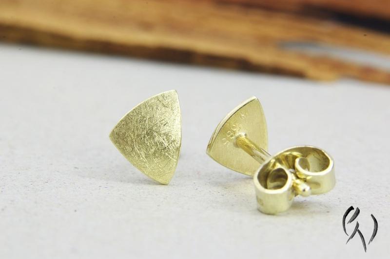 Kleinesbild - Ohrstecker Gold 585/-, kleines Dreieck, mattgekratzt