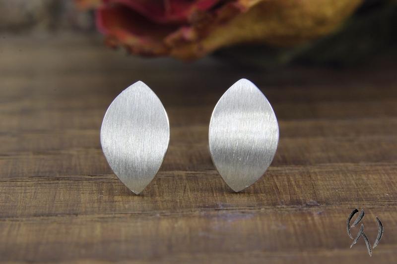 - Handgemachte Ohrstecker Silber 925/- , kleines Navette,  strichmatt - Handgemachte Ohrstecker Silber 925/- , kleines Navette,  strichmatt