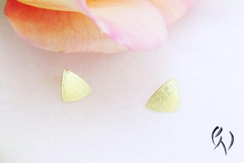 Kleinesbild - Ohrstecker Gold 585/-, kleines Dreieck, leinenstrukturiert
