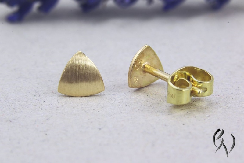 Kleinesbild - Kleine Ohrstecker Gold 750/-, Minidreieck, strichmatt, Handarbeit