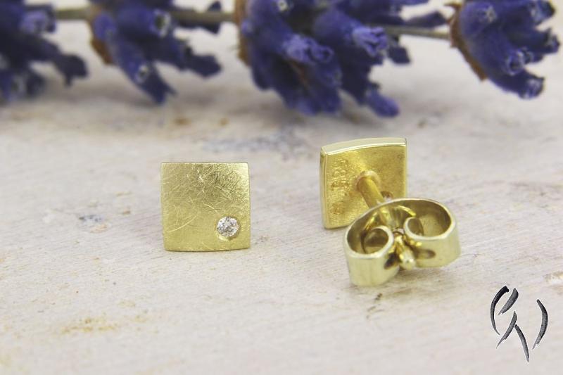 Kleinesbild - Kleine Ohrstecker Gold 585/- mit Brillant, Miniquadrat mattgekratzt
