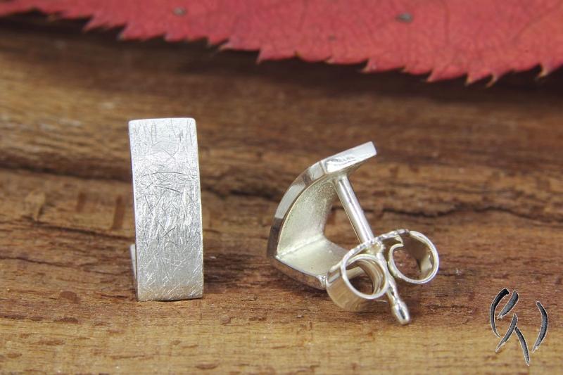Kleinesbild - Handgemachte Ohrstecker Silber 925/-, Nacka, strichmatt