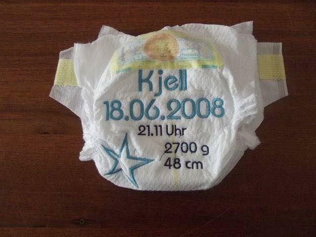 - Bestickte Windel mit Geburtsdaten - Bestickte Windel mit Geburtsdaten