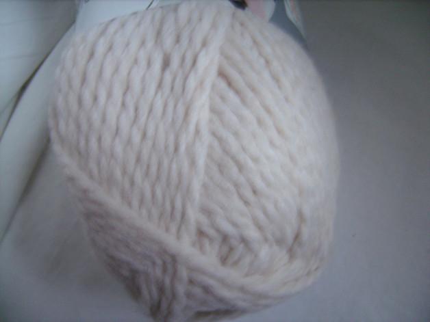 Kleinesbild - Strickgarn Shetland Fb.  4, wollweiß, voluminöses Schurwoll-Gemisch, Nadelstärke 7-8