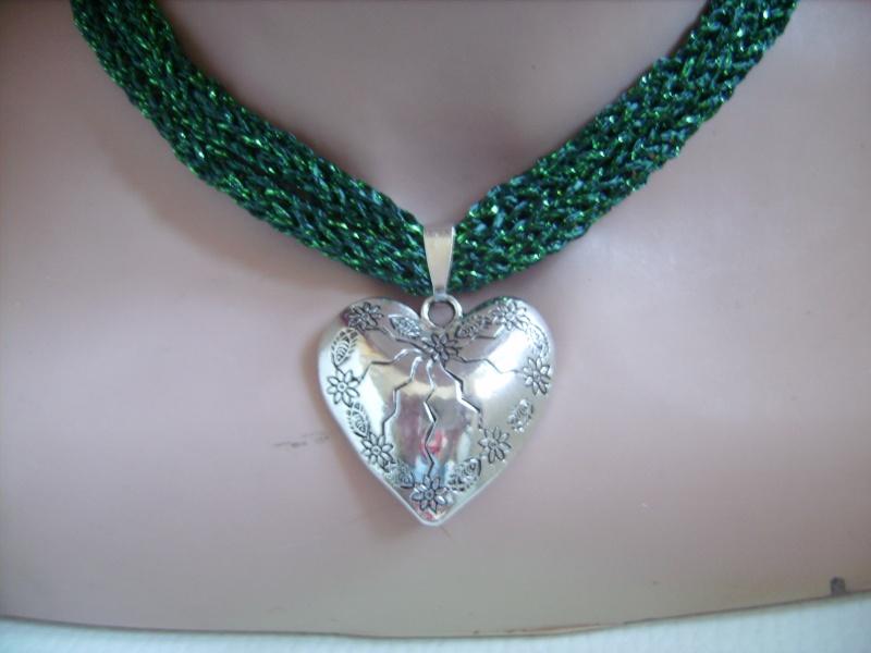 Kleinesbild -  Dirndlkette mit Magnetverschluß, handgearbeitet,  smaragdgrün mit Glitzer, ca. 40 cm lang, leicht elastisch,