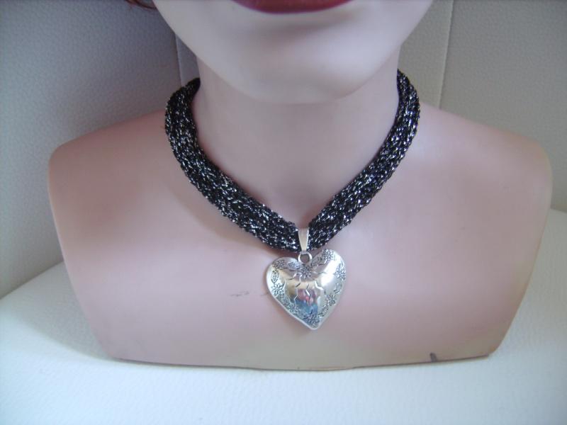 Kleinesbild -  Dirndlkette mit Magnetverschluß, handgearbeitet,  schwarz mit silber, ca. 38-40 cm lang, leicht elastisch,