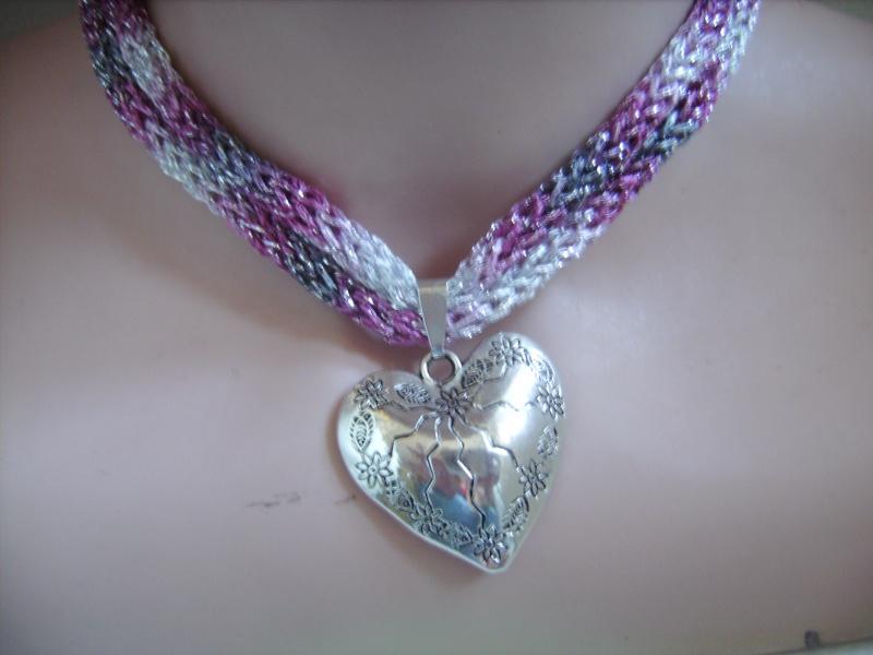 Kleinesbild -  Dirndlkette mit Magnetverschluß, handgearbeitet,  rosa, grau, silber, ca. 40 cm lang, leicht elastisch,