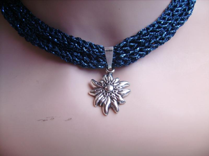 -  Dirndlkette mit Magnetverschluß, handgearbeitet,  mitternachtsblau          -  Dirndlkette mit Magnetverschluß, handgearbeitet,  mitternachtsblau