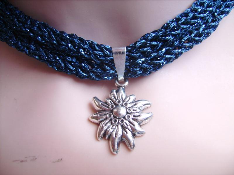 Kleinesbild -  Dirndlkette mit Magnetverschluß, handgearbeitet,  mitternachtsblau