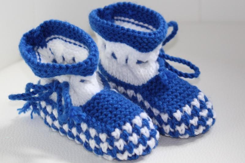 - handgestrickte süße Babyschühchen, weiß-blau, 100%Polyacryl          - handgestrickte süße Babyschühchen, weiß-blau, 100%Polyacryl