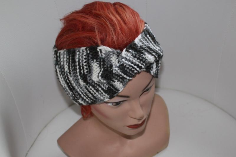 Kleinesbild - handgestricktes Twist-Stirnband in schwarz/weiß aus Wollmischgarn, KU ca. 54-58 cm