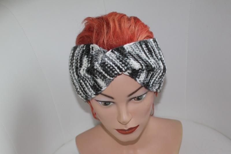 - handgestricktes Twist-Stirnband in schwarz/weiß aus Wollmischgarn, KU ca. 54-58 cm     - handgestricktes Twist-Stirnband in schwarz/weiß aus Wollmischgarn, KU ca. 54-58 cm