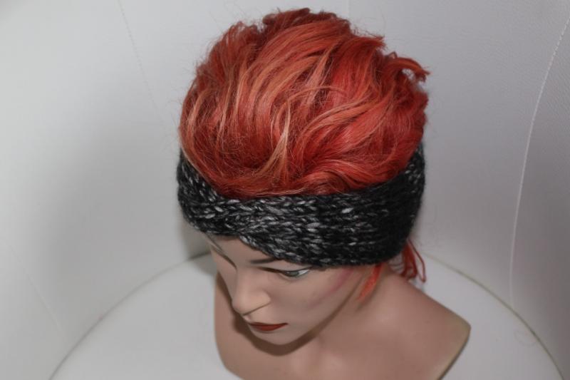 Kleinesbild - handgestricktes Twist-Stirnband in farbverlaufend grau aus Handstrickgarn, KU ca. 52-55 cm