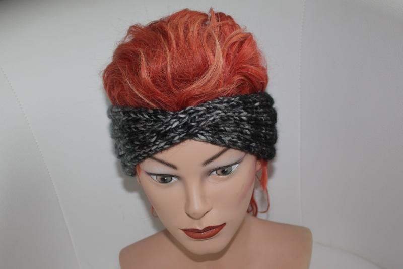 - handgestricktes Twist-Stirnband in farbverlaufend grau aus Handstrickgarn, KU ca. 52-55 cm   - handgestricktes Twist-Stirnband in farbverlaufend grau aus Handstrickgarn, KU ca. 52-55 cm
