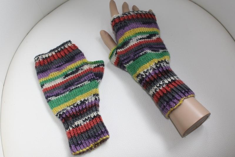 Kleinesbild - handgestrickte Arm-/Handstulpen mit Daumenloch für Damen und Herren, bunt