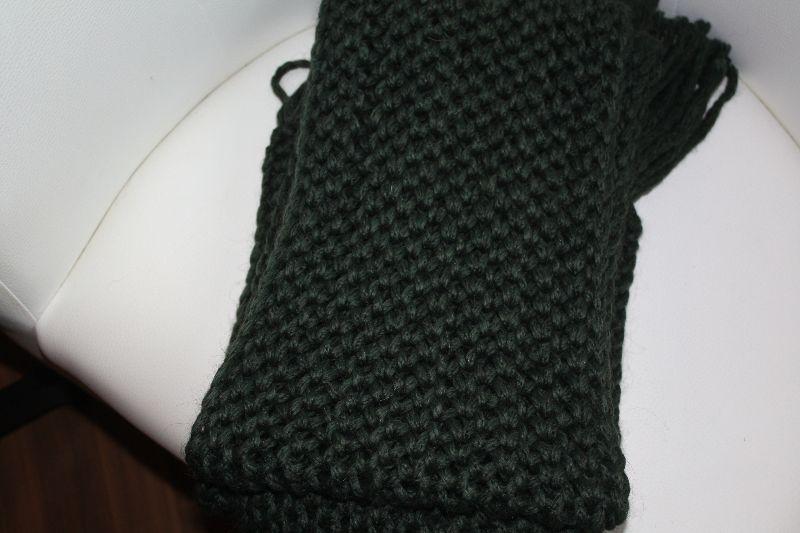 Kleinesbild - handgestrickter Schal mit Fransen, jagdgrün, Wollgemisch